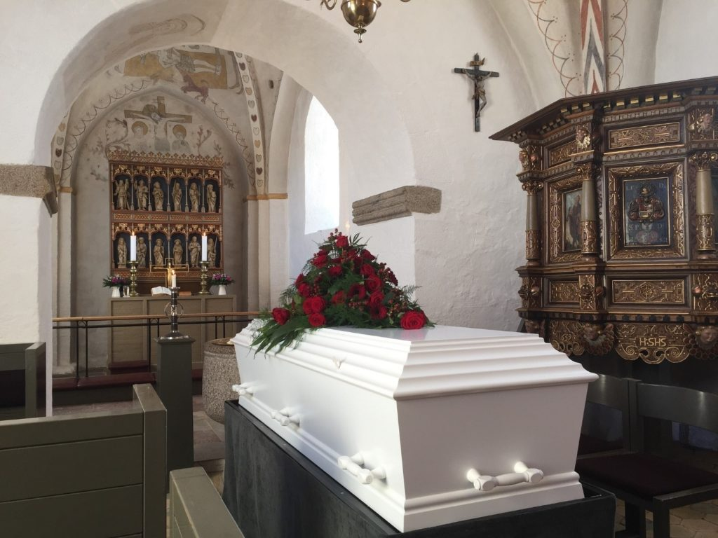 Cash ISA vs Funeral Plan: Which Type of Investment is Better